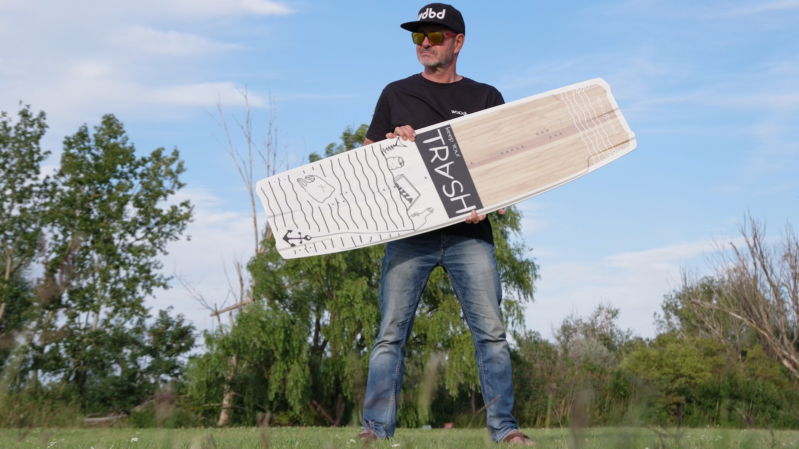 Manfred mit Woodboard Trash